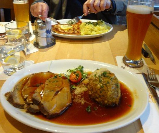 Barfuesser die Hausbrauerei: Arrosto con salsa alla birra e knodel (gnoccone di pane)
