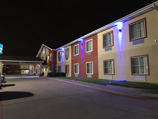 Seagoville, TX: No matter the time of year, you'll love the Best Western Executive a inn