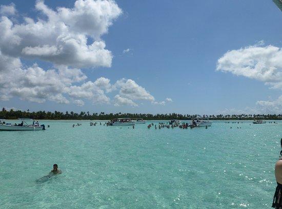 Bayahibe, Repubblica Dominicana: La piscine naturelle où nous sommes restés près de 2 h...