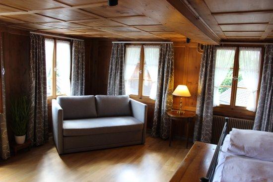 Bauen, Suisse : Zimmer Josef was einen heimeligen Charme versprüht und Platz für Familien bietet
