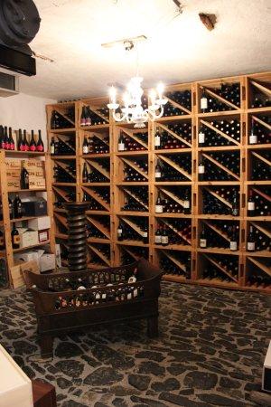 Bauen, Suisse : Der Weinkeller lädt zum Verweilen ein