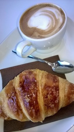 Villanova Mondovi, Italia: croissant,croccante,tradizionale ricetta francese