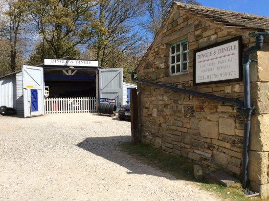 Dingles garage picture of emmerdale village tour leeds for Location garage tours