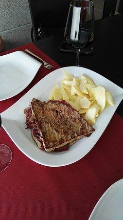 Brión, España: Cahopo a la plancha con Cecina y queso de cabraaaaa.  Que bueno