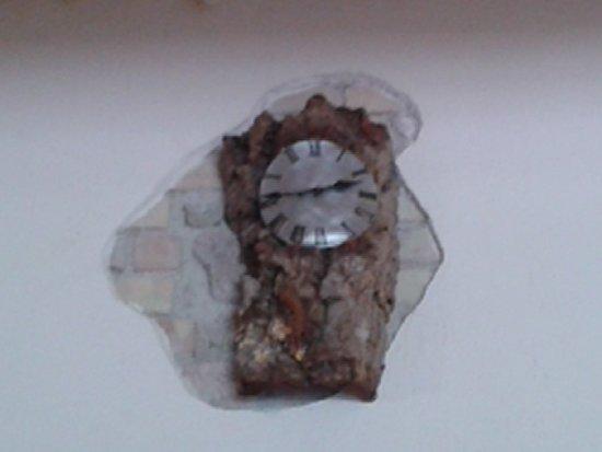 Pari, Włochy: Sughero's clock