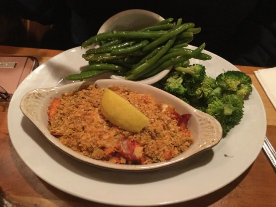 Auburn, MA: Lobster pie with green beans and broccoli