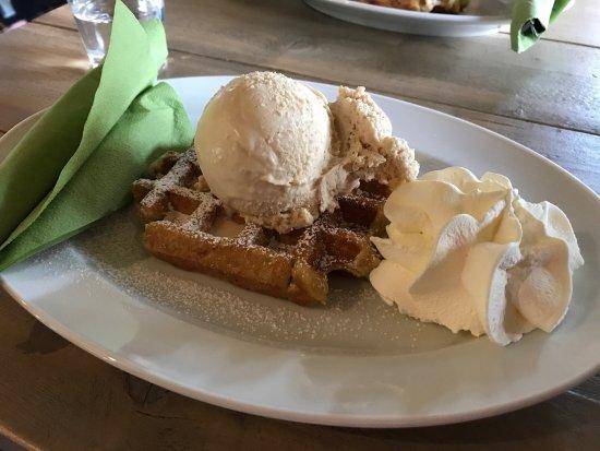 World of Riccardo: Våffla och hasselnötter glass!! Mummmms