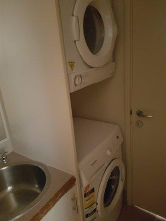 Seashells Scarborough: Laundry, washer & dryer