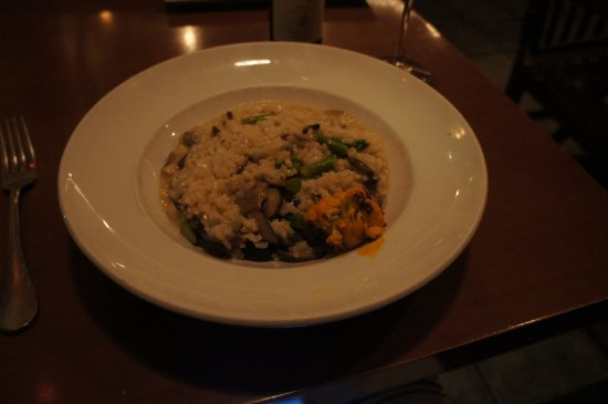 Navy Yard Bistro: Mushroom risotto. Bland and diisappointing.