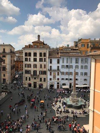 Albergo del Senato: The square below our room
