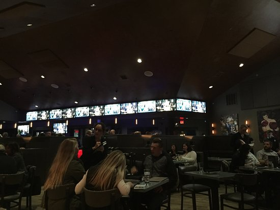Hingham, MA: Too many TV's for me, but it is a sports bar.