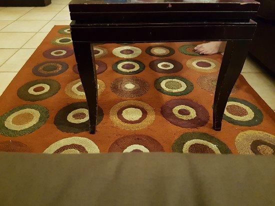 Grand Tropic Suites Hotel Karpet Di Ruang Tamu Kotor Dan Tidak Terawat Al