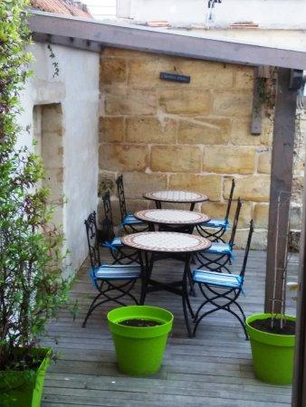 L'Echoppe des Bouilles : Terraza exterior.