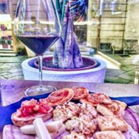 Mary Café Bistrot: Wine