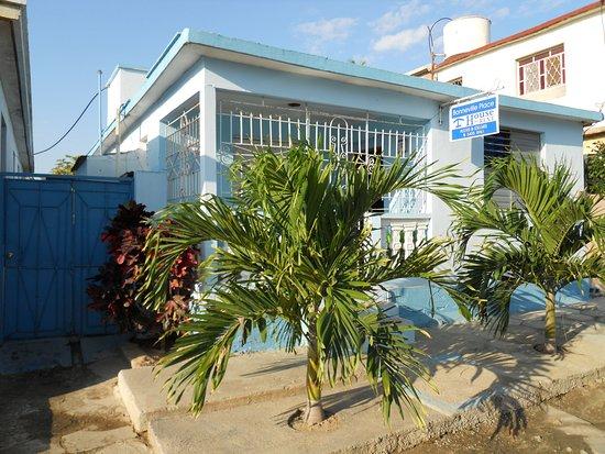 Puerto Padre, Cuba: Devant de la maison