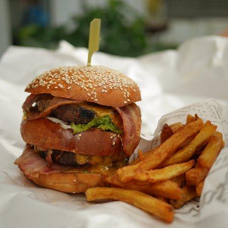 Sergio Burger: triple bacon cheese burger