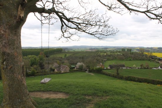 Martock, UK: Swing and outstanding views from hill