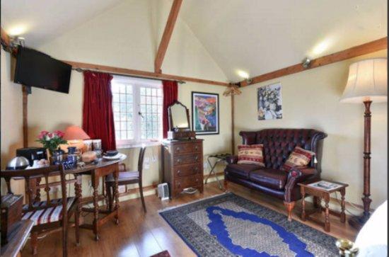 Cranbrook, UK: Godwin House Garden Cottage Sitting Area