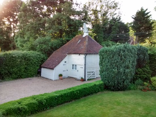 ‪‪Cranbrook‬, UK: Godwin House - England's oldest Oast House (16Cent)‬