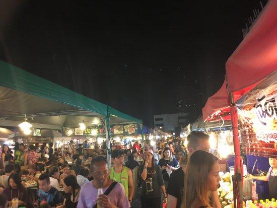 Ratchada Night Bazaar: photo0.jpg