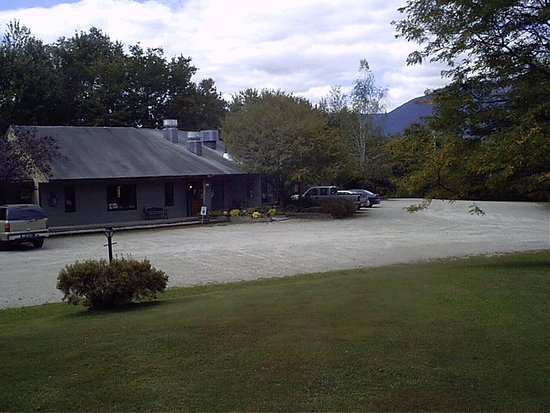 The Chalet Motel: Front of 100 Bldg Annex side