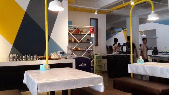 Saung Grenvil Restaurant : Interior