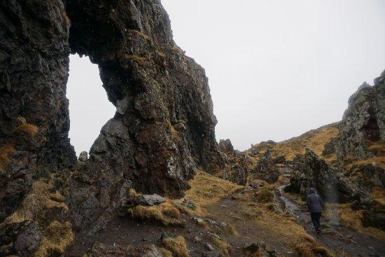Hellnar, Islandia: On the way down to the beach