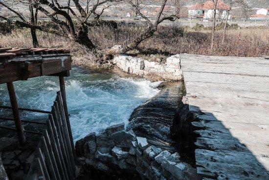 Niksic, Montenegro: Водопад