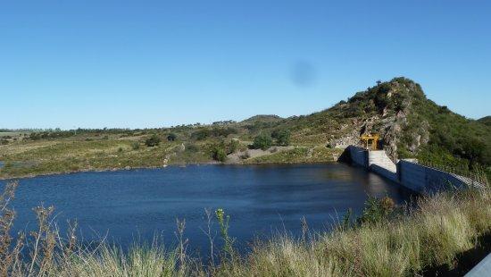 Potrero de los Funes: Il lago con la diga
