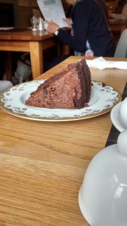 Leyburn, UK: Cake for a king
