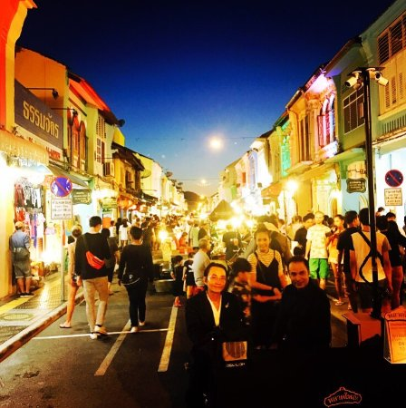 Sunday Walking Street Market (Lard Yai) - Picture of ...