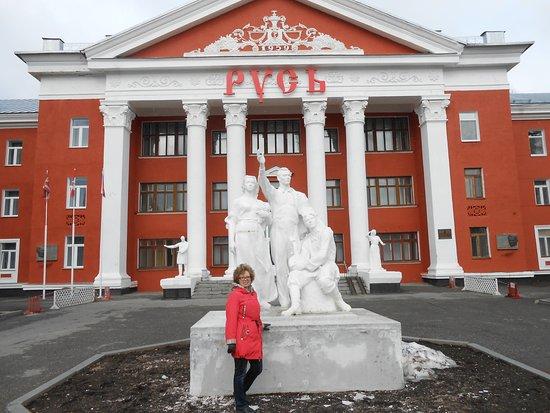 "Ust-Kachka, Rusia: Корпус ""Русь"" Сталинский ампир! Так обрадовалась этим скульптурам!"