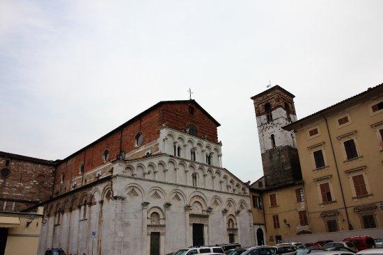 Santa Maria Foris portam : Fassade mit Turm
