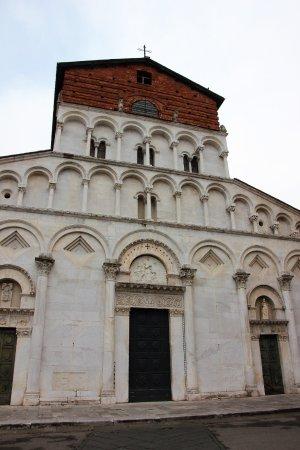 Santa Maria Foris portam : Fassade mit Eingang
