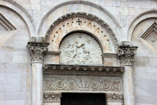 Santa Maria Foris portam : Herrliches Detail über dem Eingang