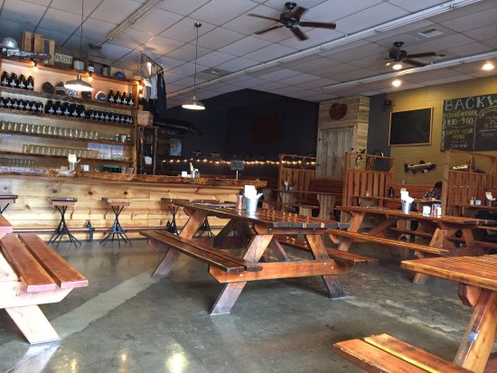 Backwoods Brewing Company: Interior