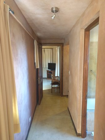 Aldebaran Hotel & Spa: Hallway from bedroom to bathroom and family living area