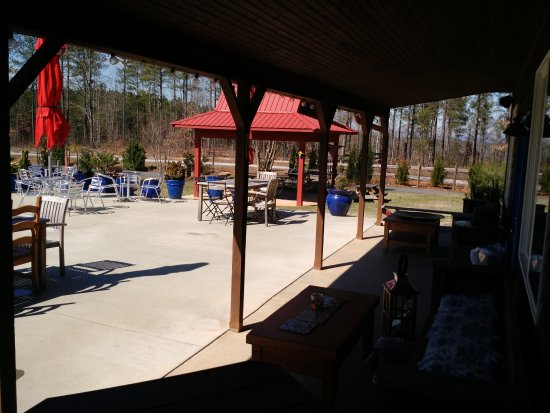 Tryon, NC: Large expanded outdoor sitting area. This was added since our first visit.