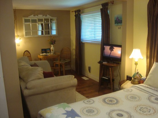 Paddington Place Bed & Breakfast: THE DOWNING SUITE
