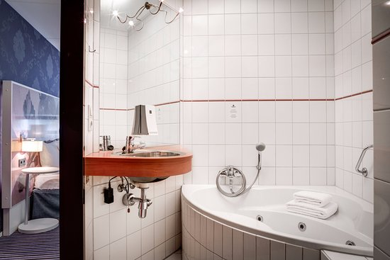 Single Jacuzzi In The Executive Suite Apart From The Shower Cabin
