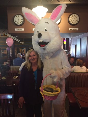 Strathmore Station Restaurant And Pub : Even the Easter Bunny was at the Strathmore Station today for brunch,a nice touch.