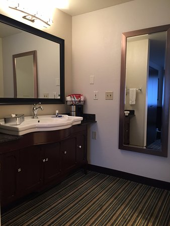 Lynnwood, WA: 2nd Bathroom