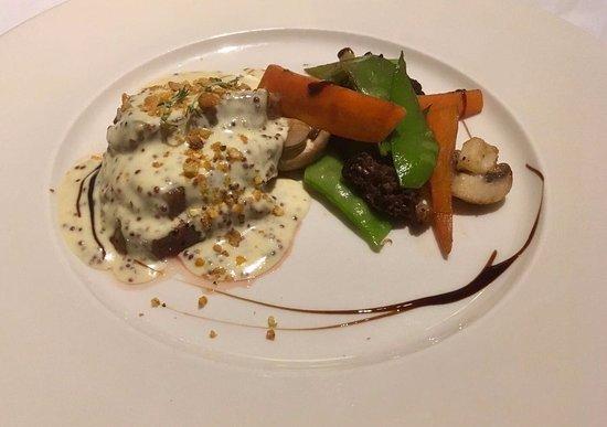Selva, Spagna: Carne con mostaza y verduras