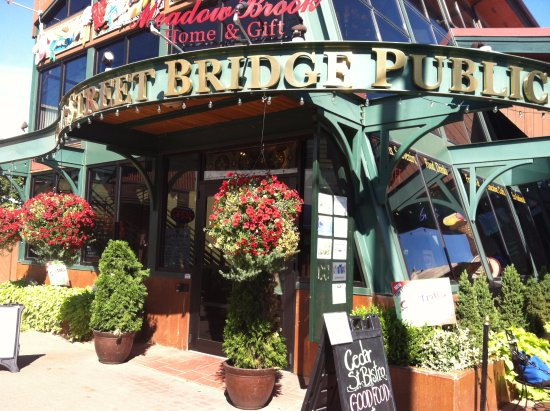Cedar St. Bistro & Espresso Bar: Cedar St. Bridge front view