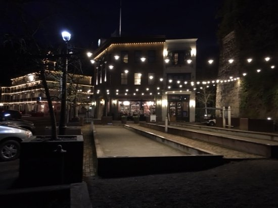 Roche Harbor Resort: Bocce ball court at night