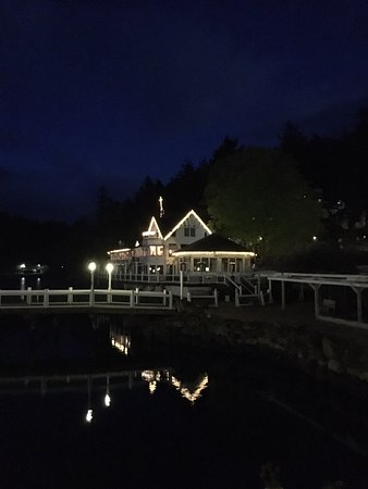 Roche Harbor Resort: Restaurant at night