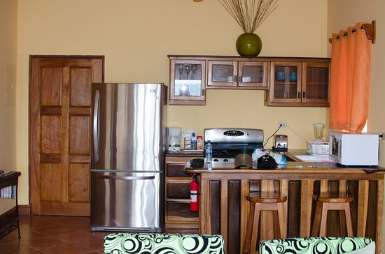 Laru Beya Resort & Villas: The kitchenette was stocked with dishes and coffee and tea.