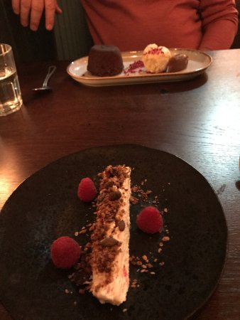 Sunninghill, UK: Puds were good - Cranigan and Chocolate fondue