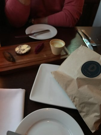 Sunninghill, UK: Bread presentation was good