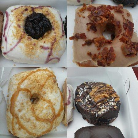 เคลย์ตัน, มิสซูรี่: These donuts are spectacular!!